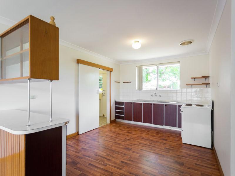 Neat 2x1 Duplex - Great Location