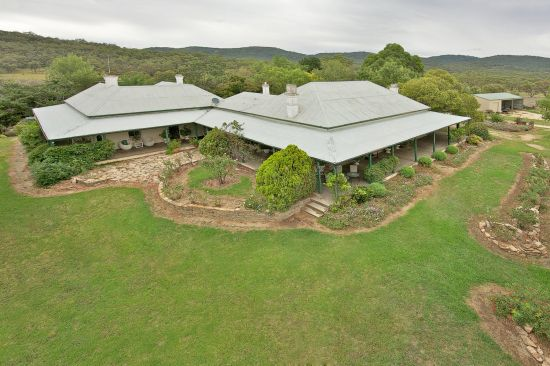 Large Tamworth pastoral holding