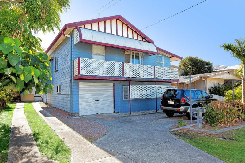 FABULOUS INVESTMENT! FLATS EAST OF OXLEY!