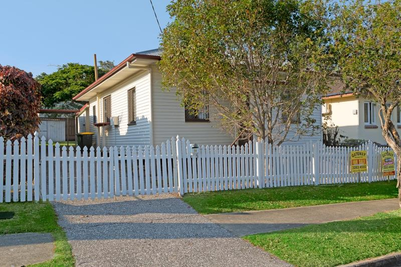CUTE SEASIDE COTTAGE! EAST OF OXLEY!