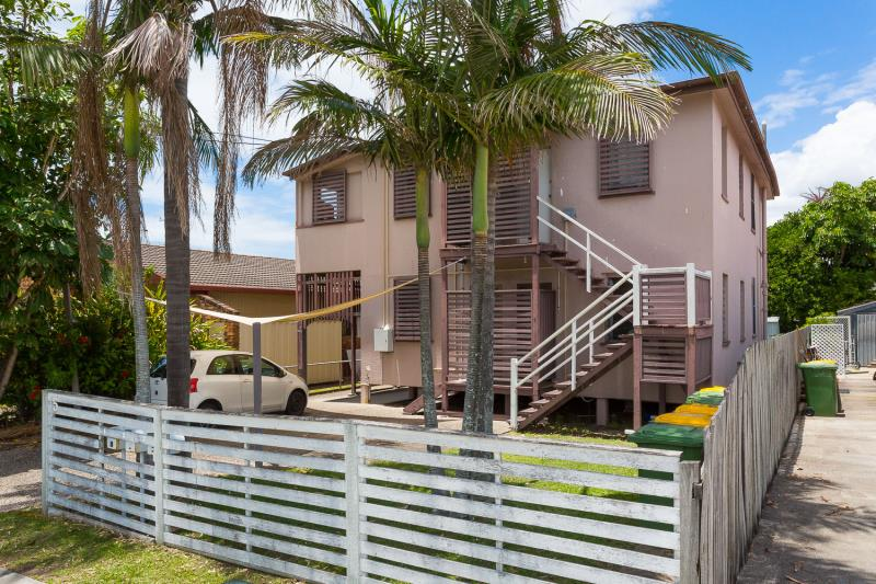 IDEAL SEASIDE INVESTMENT OR HOME +INCOME!