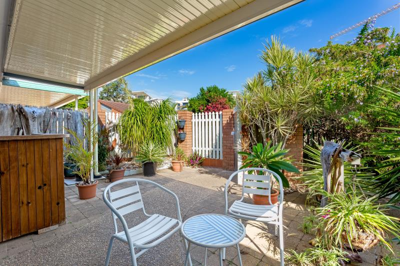 GROUND FLOOR UNIT CLOSE TO REDCLIFFE BEACHES