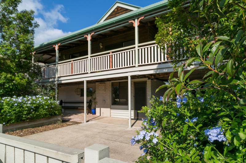 GORGEOUS COLONIAL QUEENSLANDER! 809M2