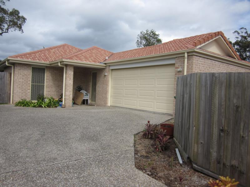 LARGE 4 BEDROOM LOWSET BRICK HOME