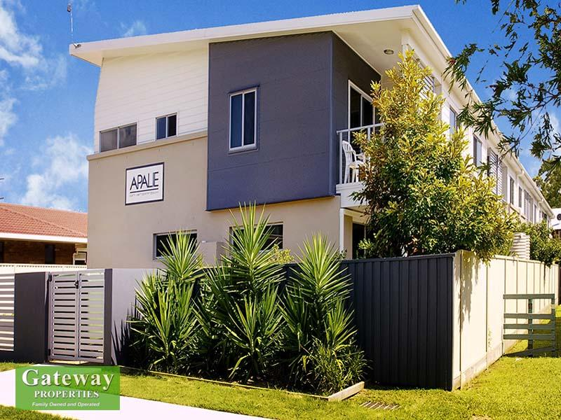 LOVELY TOWNHOUSE SO CLOSE TO BEACH!